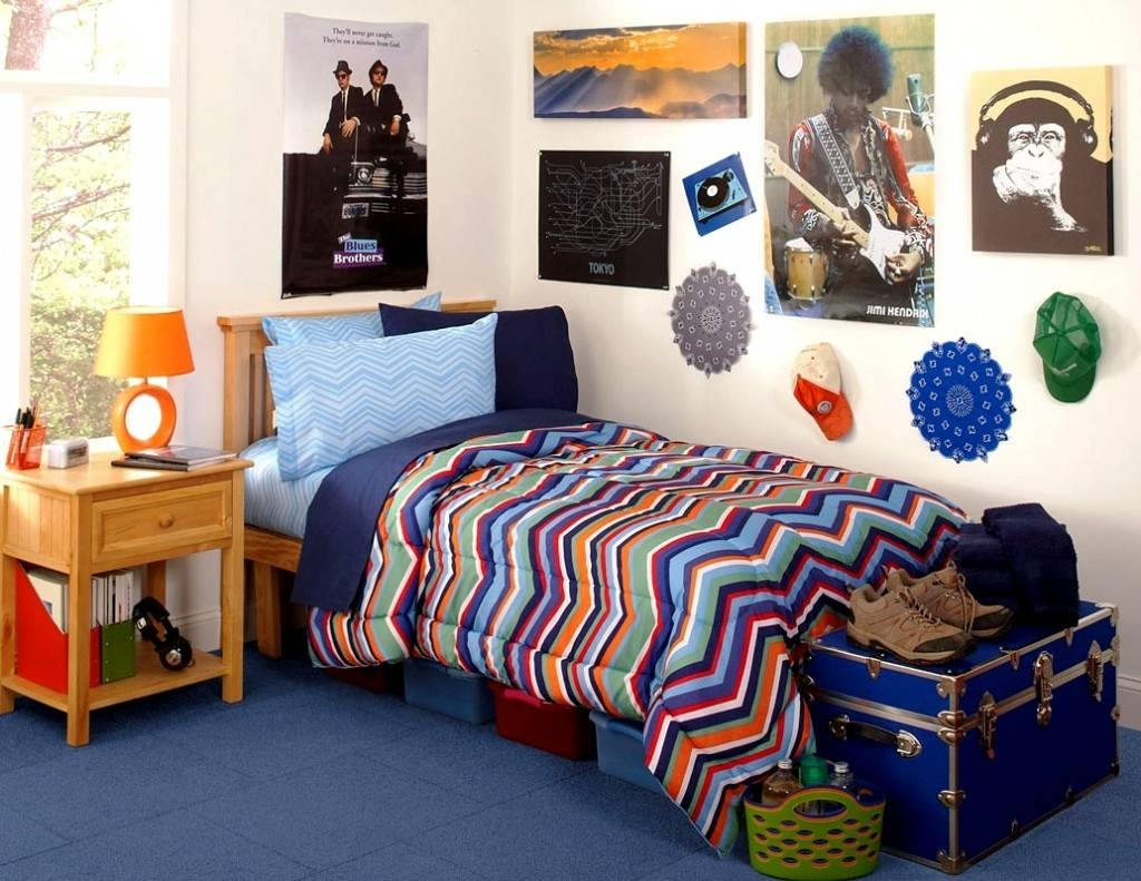 College Dorm Room – Ideas Of Distributing The Nuance | Homesfeed Intended For Most Up To Date College Dorm Wall Art (View 9 of 20)