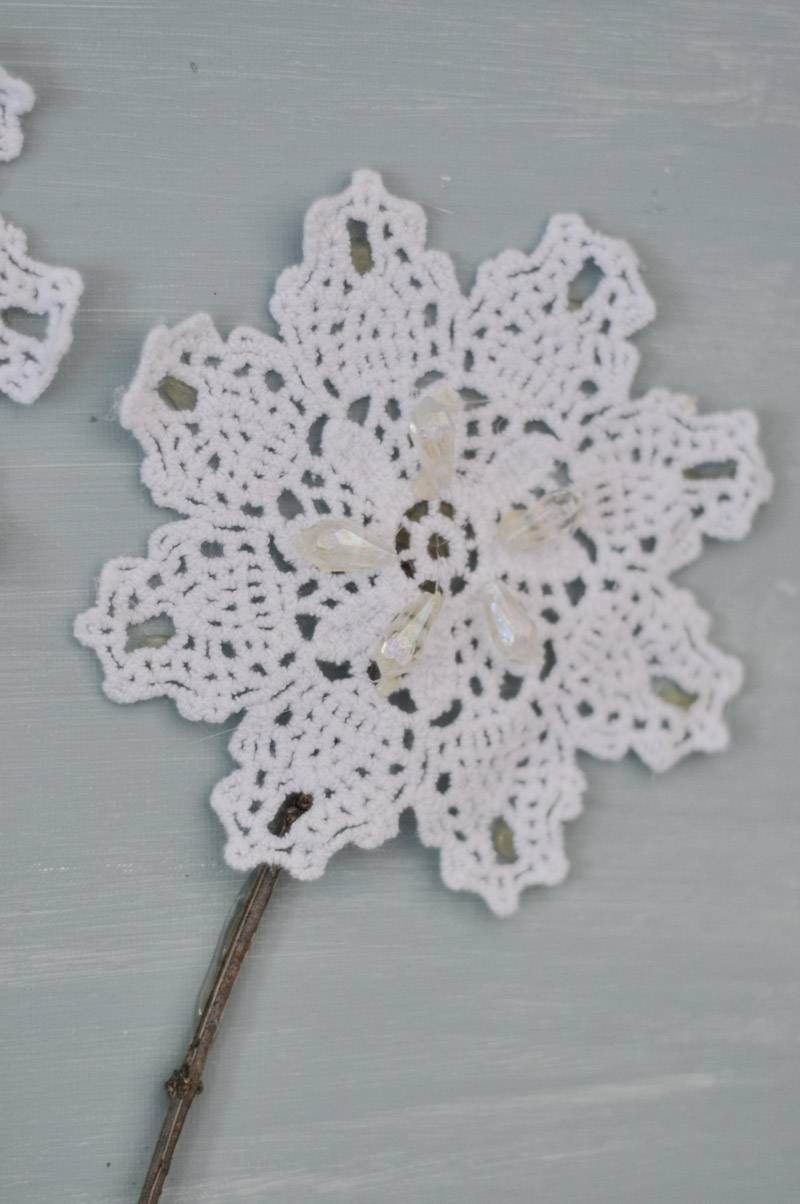 Diy Canvas Wall Art: Shabby Chic Flowers – Crafts Unleashed Throughout Latest Shabby Chic Canvas Wall Art (View 11 of 25)