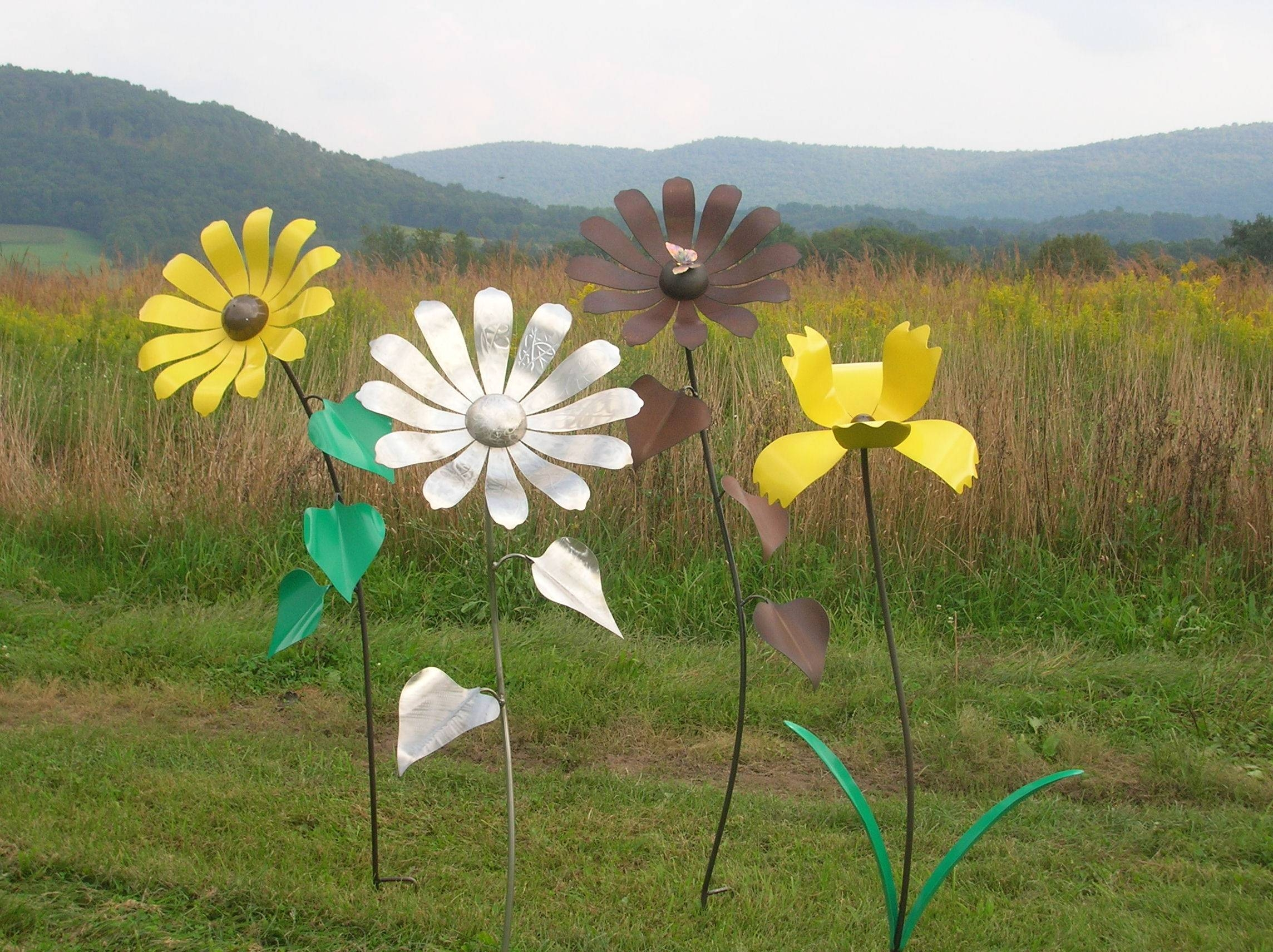 Giant Sunflowers | Shull's Metal Fab Within Recent Metal Sunflower Yard Art (View 3 of 26)