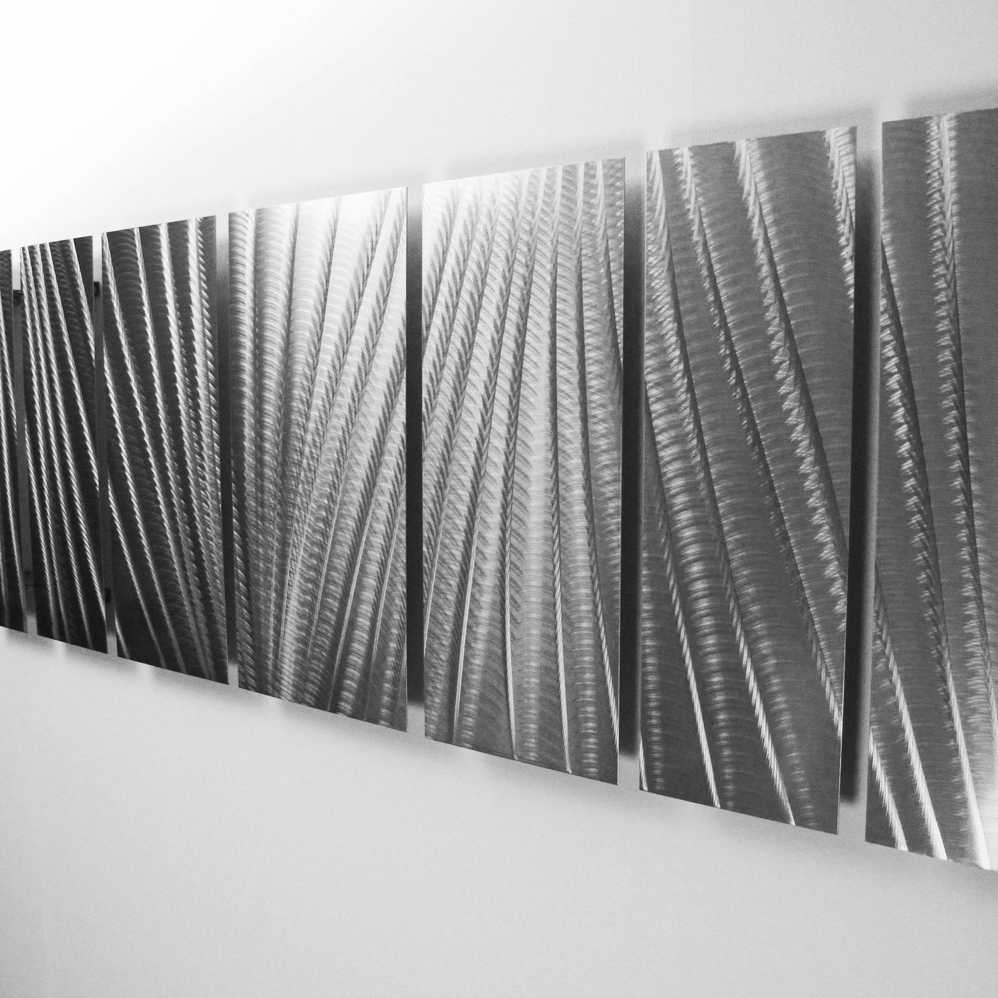 Illuminated Artwork Silver Gallery Of Art Silver Wall Art – Home Within Newest Black Silver Wall Art (View 7 of 20)
