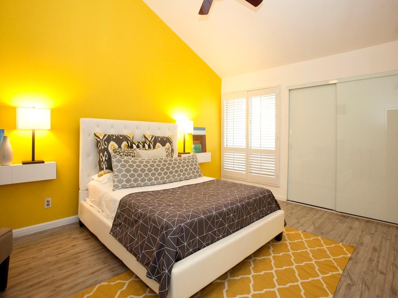 14 Living Room And Bedroom Makeovers From House Hunters Renovation Within Newest Yellow Wall Accents (Gallery 1 of 15)