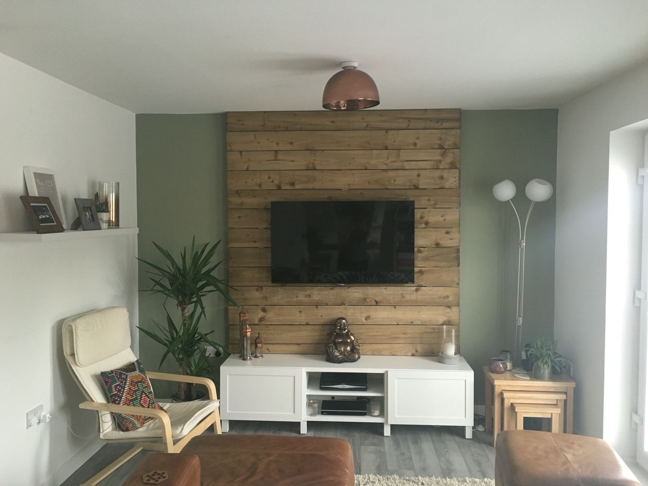 18 Chic And Modern Tv Wall Mount Ideas For Living Room | Tv Wall In 2017 Wall Accents With Pallets (View 11 of 15)