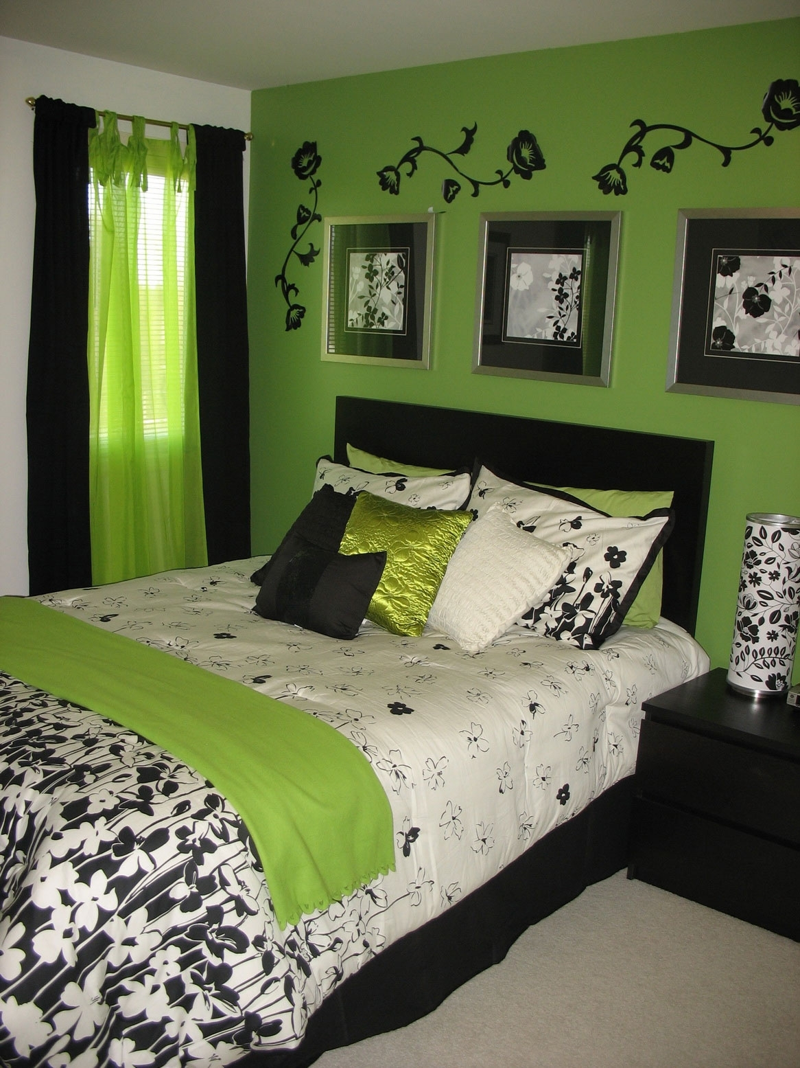 Bedroom : Beauteous Small Green Bedroom Wall Decor Ideas With Regarding Most Recent Green Room Wall Accents (View 2 of 15)