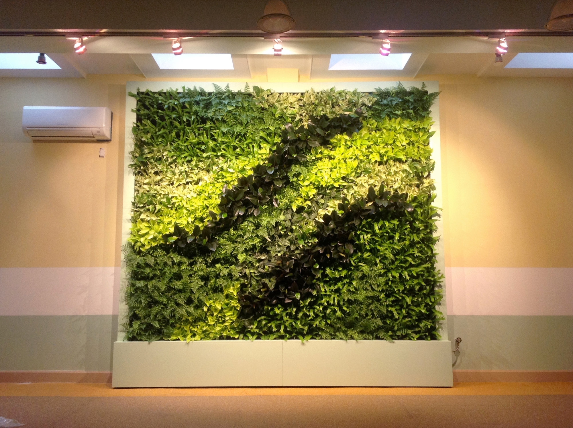 Showing Gallery of Green Wall Accents (View 11 of 15 Photos)