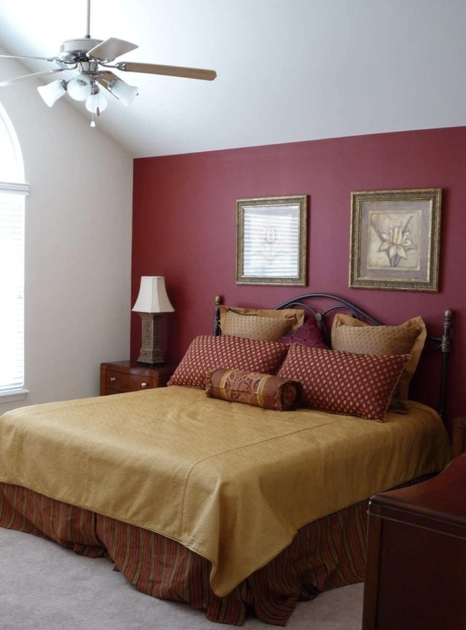 Maroon Accent Wall Bedroom | Burgundy Accent Wall: Pretty Bedroom Regarding Best And Newest Maroon Wall Accents (Gallery 1 of 15)