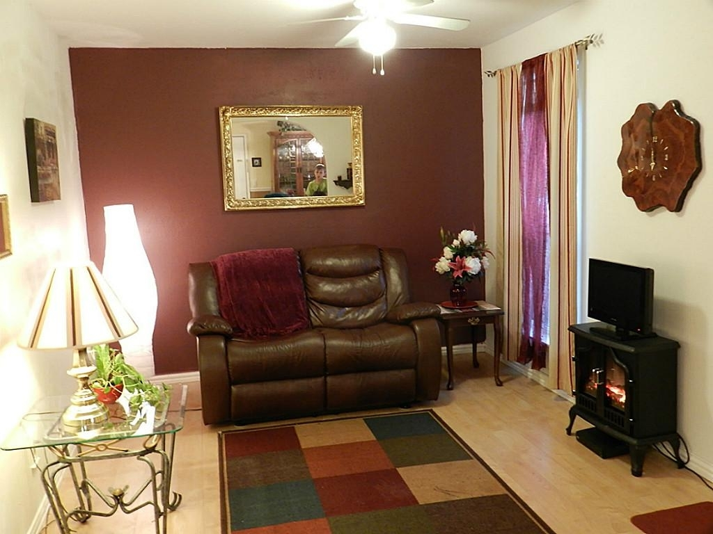Maroon Living Room Color Scheme | Dzqxh Within Most Popular Maroon Wall Accents (View 9 of 15)