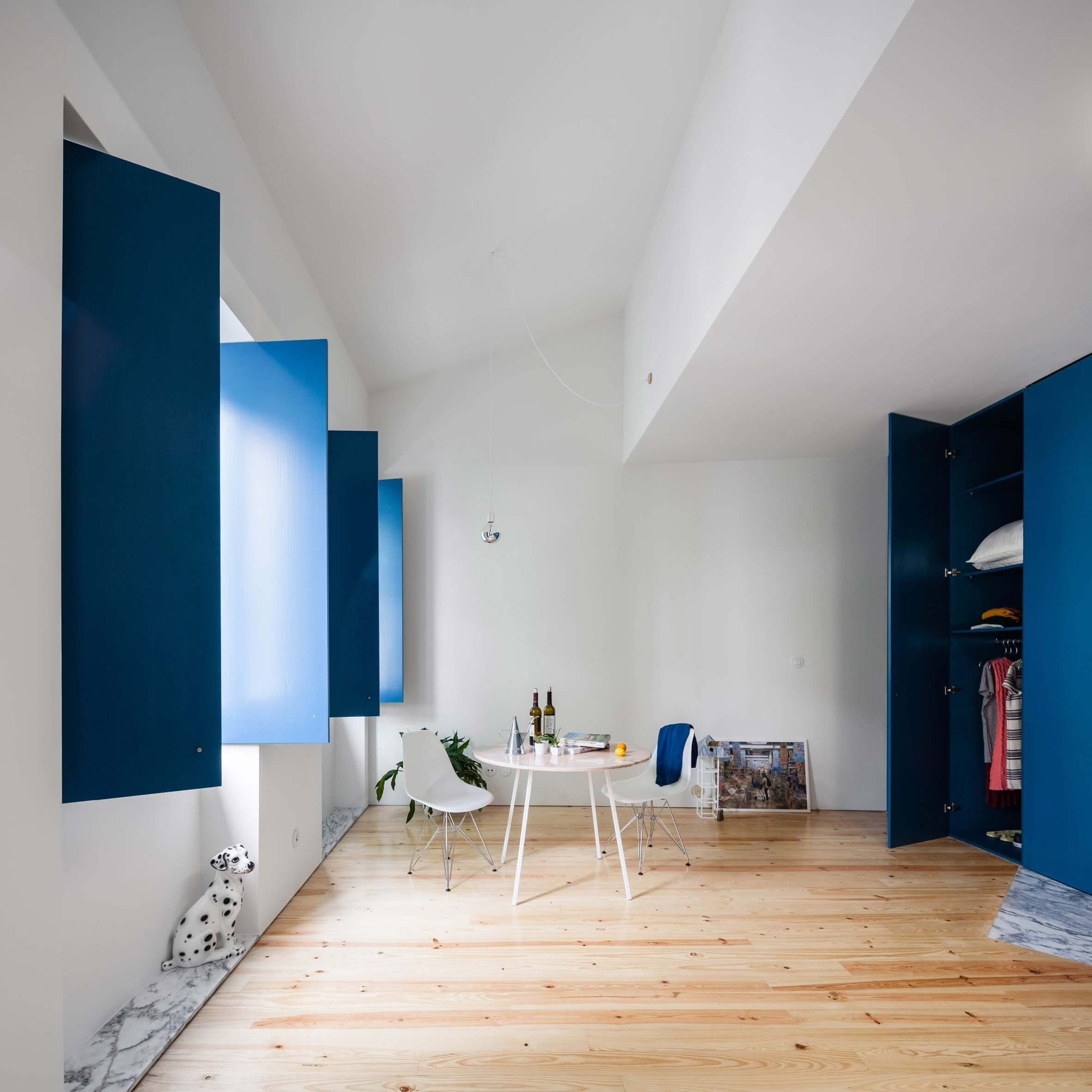 This Is How To Decorate With Blue Walls | Nonagon.style For Newest Blue Wall Accents (Gallery 13 of 15)