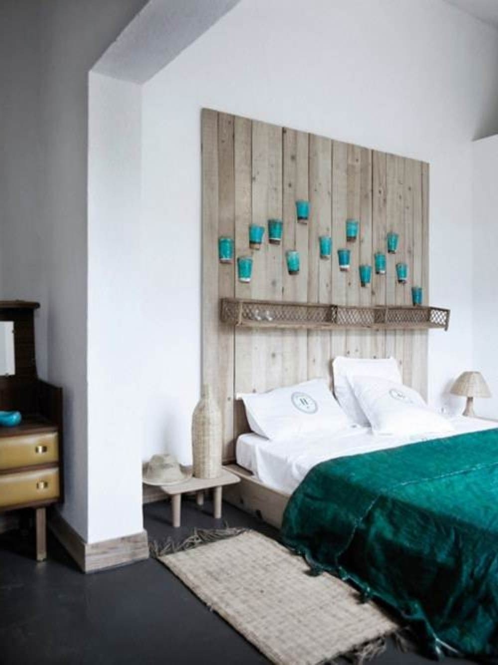 Wall Decor For Bedroom – Aneilve With Latest Wall Accents Behind Bed (View 12 of 15)