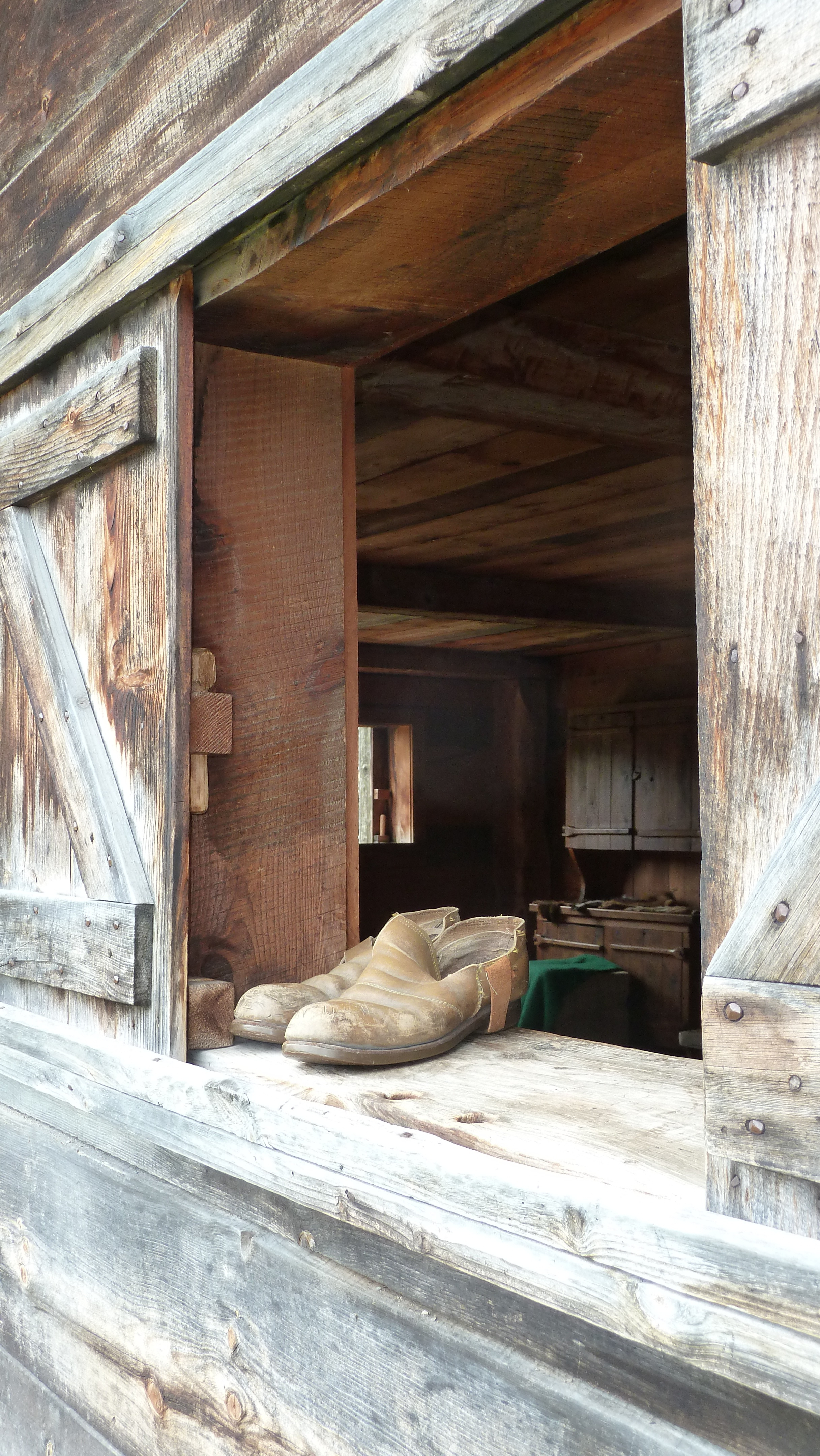 Old Rustic Barn Window Frame For Most Popular Free Images : Architecture, Structure, Wood, Vintage, Antique, House (View 15 of 20)