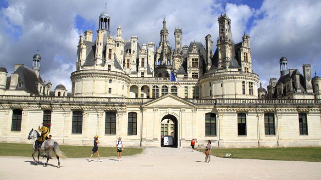 Brief History Of Château De Chambord Intended For Recent Chambord Castle I European Wall Hangings (View 8 of 20)
